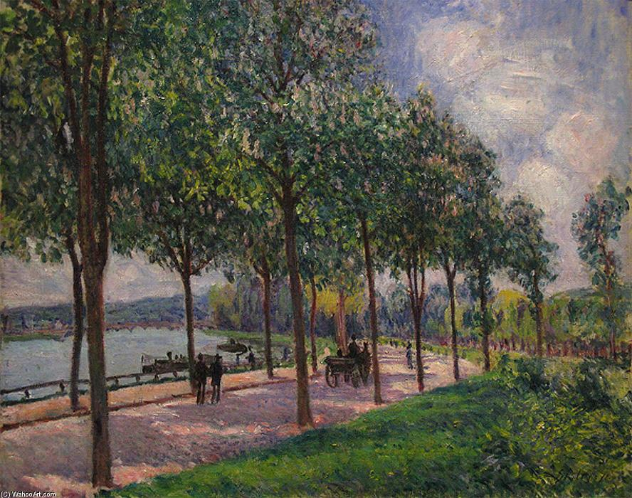 famous painting Alley of Chestnut Trees of Alfred Sisley